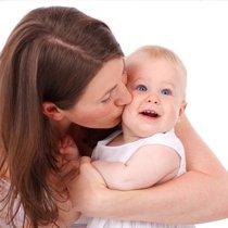 Обнимайте малыша когда ему грустно