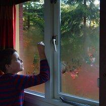 ребёнок открывает самостоятельно окно